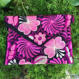 2 in 1: Embroidered Clutch Bag & Crossbody Bag